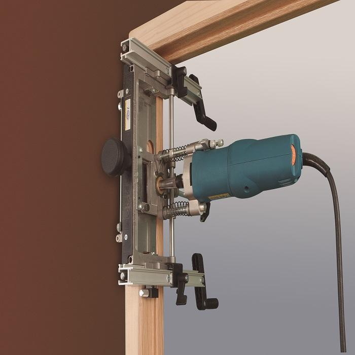 фрезер для петель може працювати в горизонтальній і вертикальній позиції